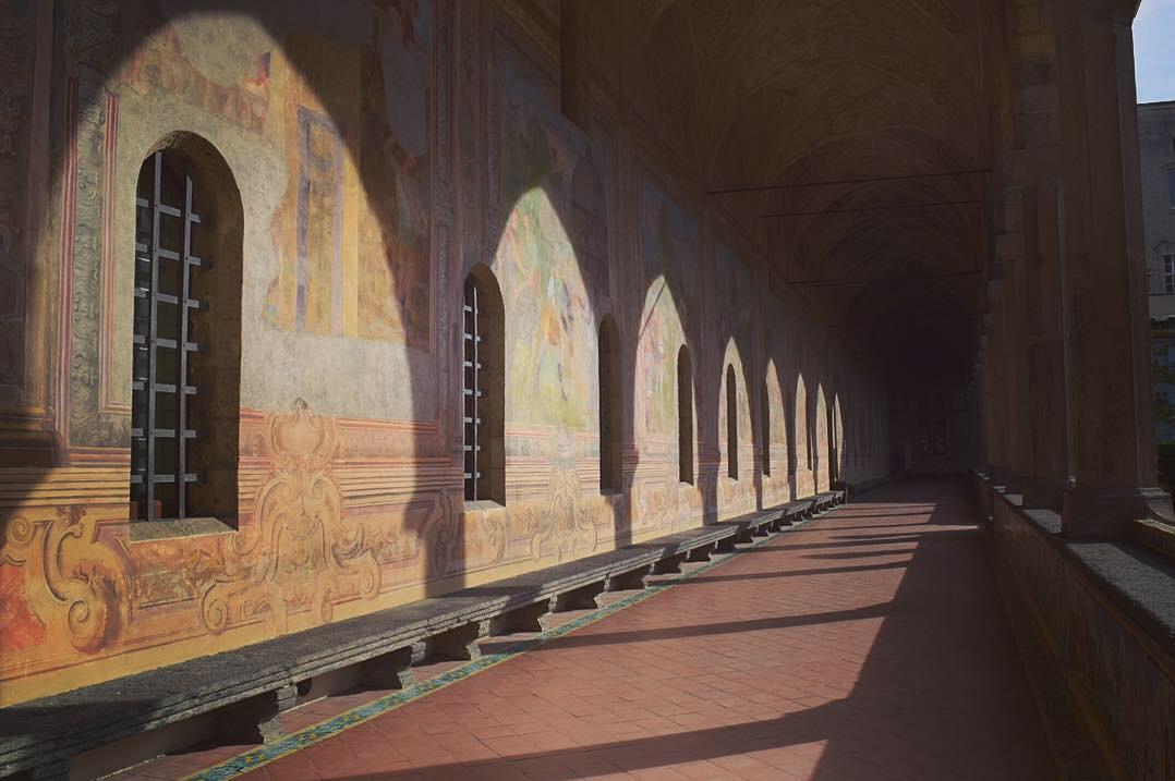 サンタ・キアラ教会の回廊
