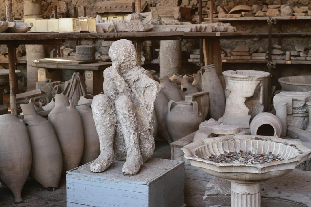 火山灰に埋没した人の石膏
