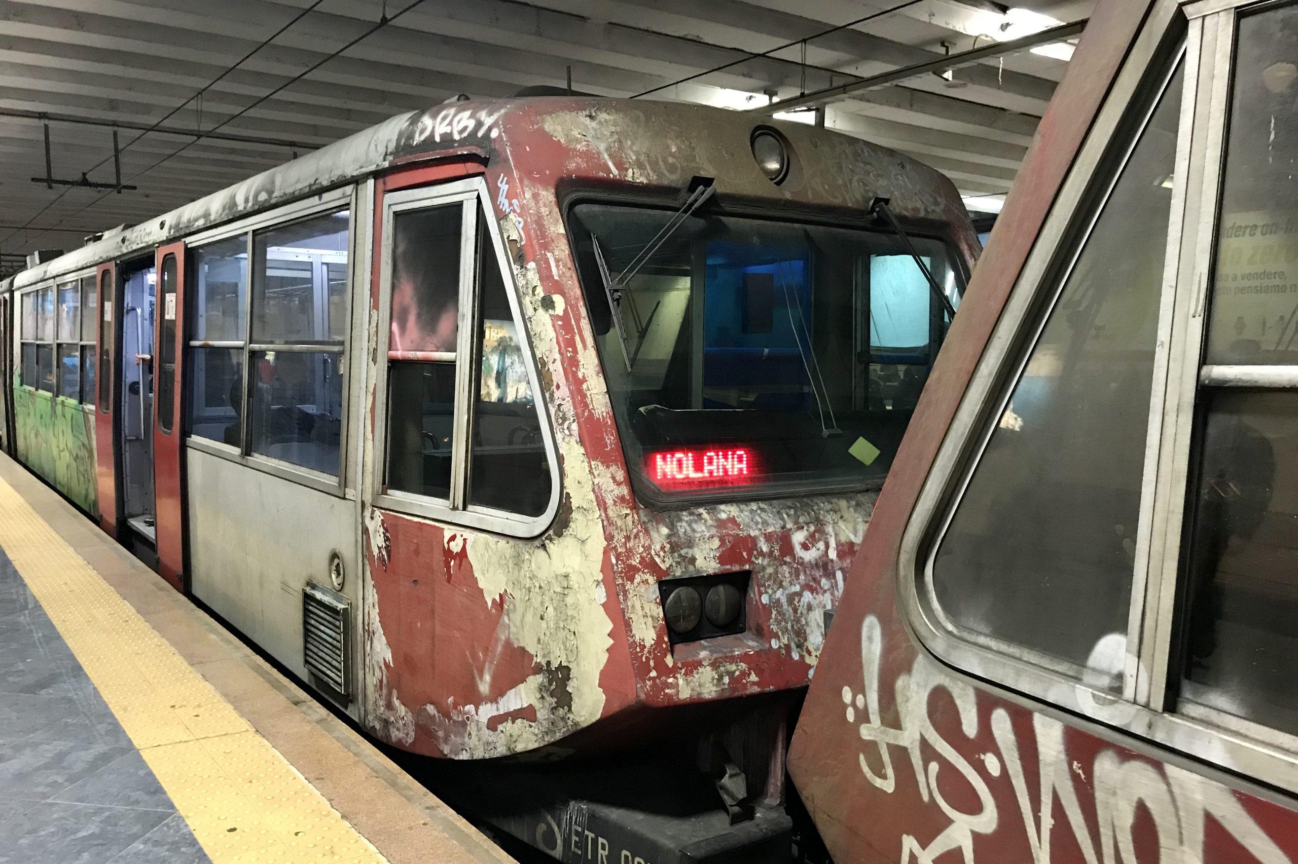 ヴェスビオ周遊鉄道の電車